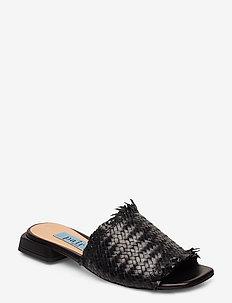 Braided flat sandal - black