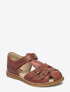 ECOLOGICAL CLOSED RETRO SANDAL, MEDIUM/WIDE FIT - sandals - 32-tusc. cognac