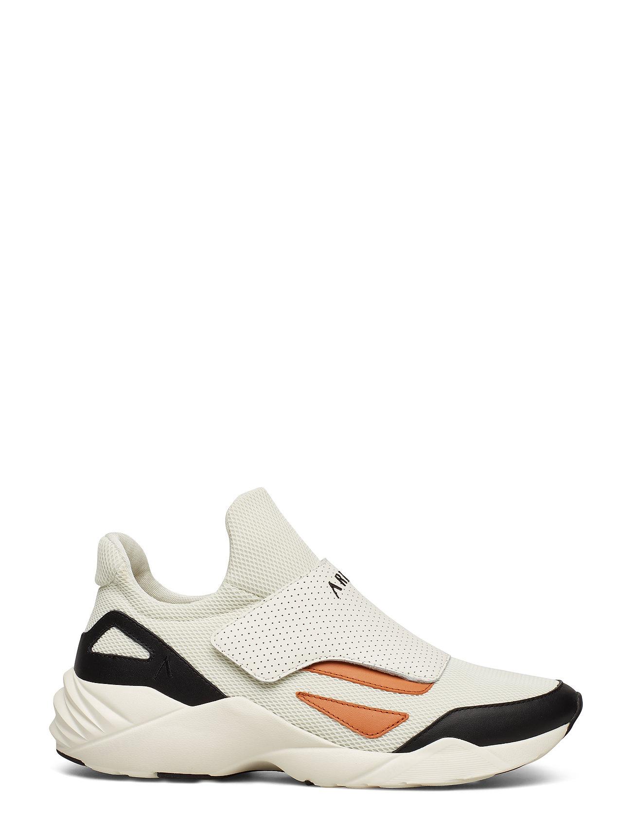 Apextron Mesh W13 Off White Caramel Low top Sneakers Creme ARKK Copenhagen