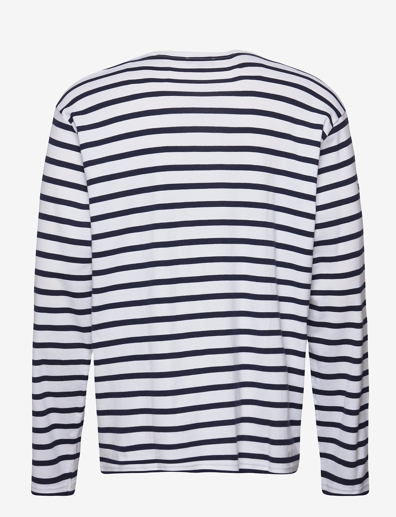 This Affordable T-Shirt Trend Is So French