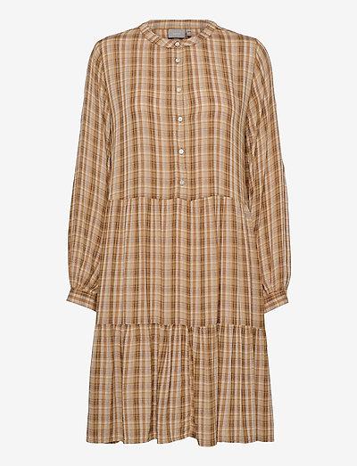 BYIDALINA DRESS - - hverdagskjoler - golden sand combi 1