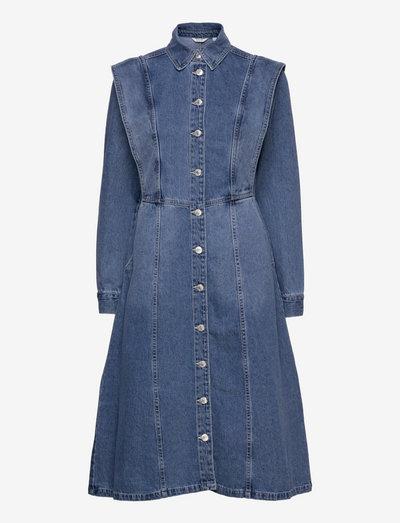 BYLYRA LONG DRESS - - skjortekjoler - mid blue denim