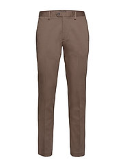 Slim Elastic-Waist Traveler Chino - NORWICH BROWN