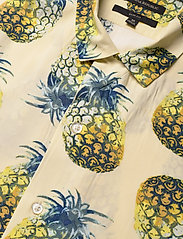 Banana Republic - Slim Soft Resort Shirt - short-sleeved shirts - pineapple 638 - 4