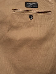 Banana Republic - Aiden Slim Rapid Movement Chino - chinos - airforce khaki - 4