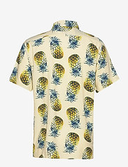 Banana Republic - Slim Soft Resort Shirt - short-sleeved shirts - pineapple 638 - 1
