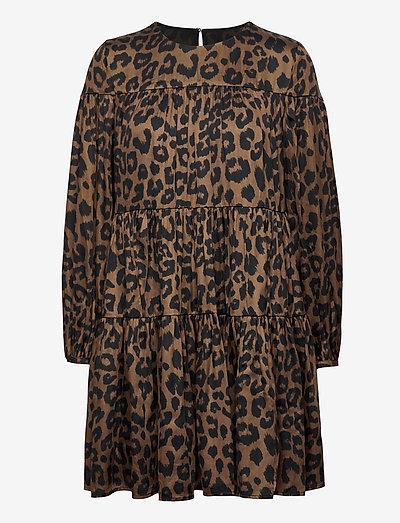 Print Satin Tiered Mini Dress - hverdagskjoler - leopard