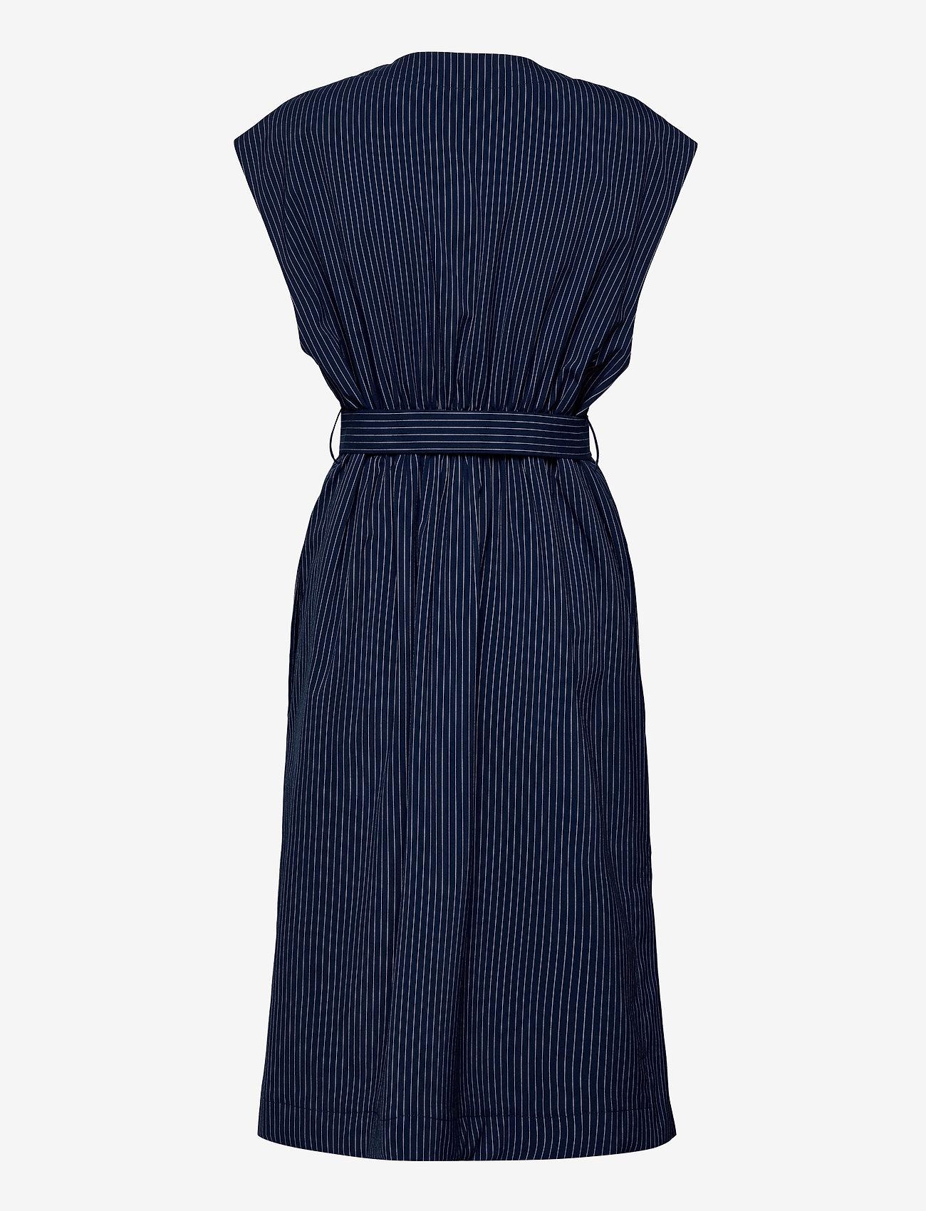 Baum und Pferdgarten - AOLANY - knitted vests - dark blue pinstripe - 1