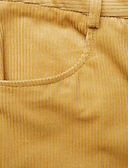Baum und Pferdgarten - NOYA - flared jeans - raffia yellow - 3