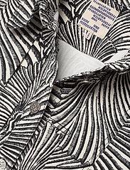 Baum und Pferdgarten - BECCA - vestes en jean - black tiger shell - 3