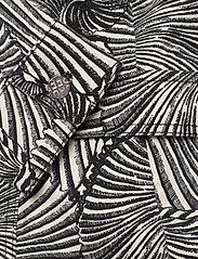 Baum und Pferdgarten - BECCA - farkkutakit - black tiger shell - 4