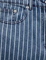 Baum und Pferdgarten - NIKKA - szerokie dżinsy - blue stripe denim - 2