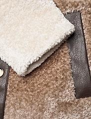 Baum und Pferdgarten - DAFFY - fake fur - silver birch mix - 4