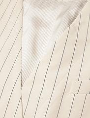 Baum und Pferdgarten - AOLANY - strikveste - cream pinstripe - 3