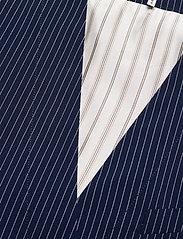 Baum und Pferdgarten - AOLANY - knitted vests - dark blue pinstripe - 2