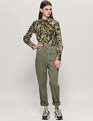 Baum und Pferdgarten - NANCY - boyfriend jeans - winter moss green - 0