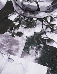 Baum und Pferdgarten - ANGIE - sommerkjoler - black floral collage - 4