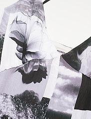 Baum und Pferdgarten - ABIELLA - sommerkjoler - black floral collage - 3