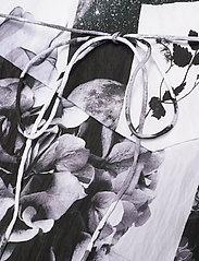 Baum und Pferdgarten - ABIELLA - sommerkjoler - black floral collage - 4