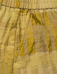 Baum und Pferdgarten - NAZYRA - casual shorts - golden palm - 4