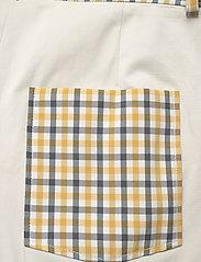 Baum und Pferdgarten - NOMADE - casual shorts - mustard check - 4