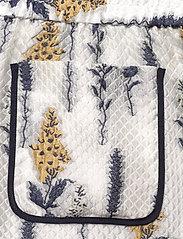 Baum und Pferdgarten - NAOMI - casual shorts - organza flower - 7