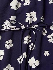 Baum und Pferdgarten - ASAYO - sommerkjoler - patriot blue floral - 3