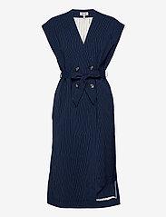Baum und Pferdgarten - AOLANY - knitted vests - dark blue pinstripe - 0