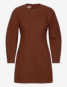 ALFREDA - korte kjoler - rusty brown