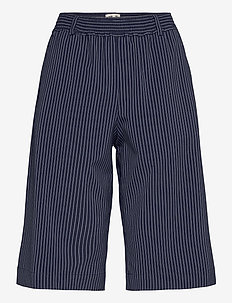 NYEVA - bermudashorts - dark blue pinstripe