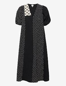 AZALIA - alledaagse jurken - black bp dot mix