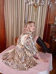 Becksöndergaard - Glitrio Kimono Dress - kimonos - beige - 0
