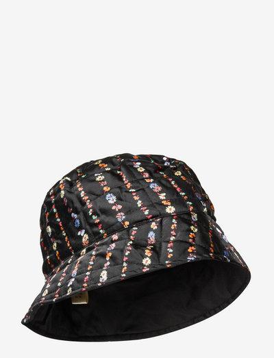 Liluye Quilted Buckle Hat - bøllehatte - black