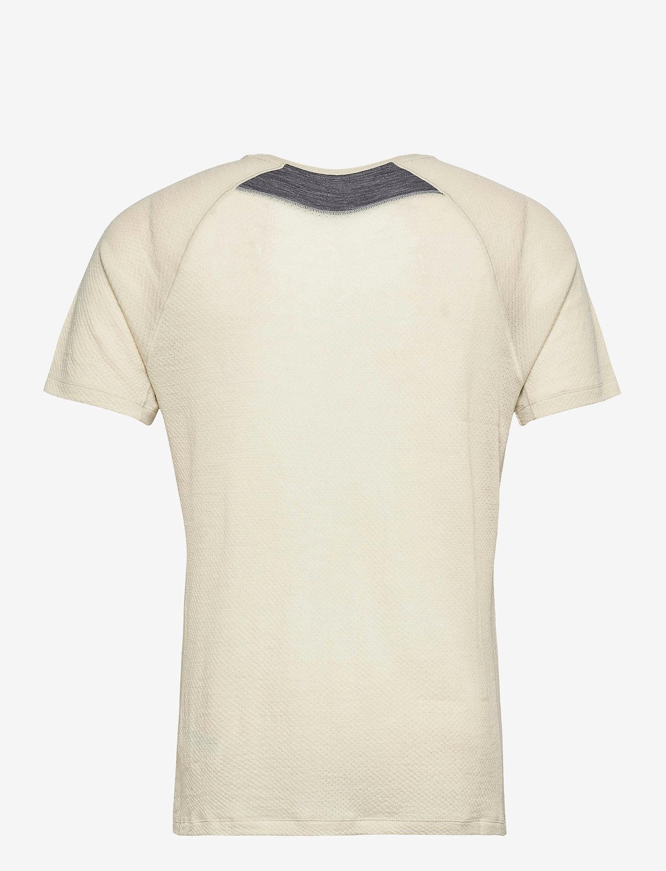Bergans - Flyen Wool Tee - t-shirts - chalk sand - 1