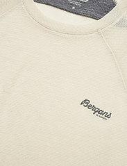 Bergans - Flyen Wool Tee - t-shirts - chalk sand - 2