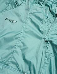 Bergans - Flyen W Anorak - training jackets - light forest frost - 2