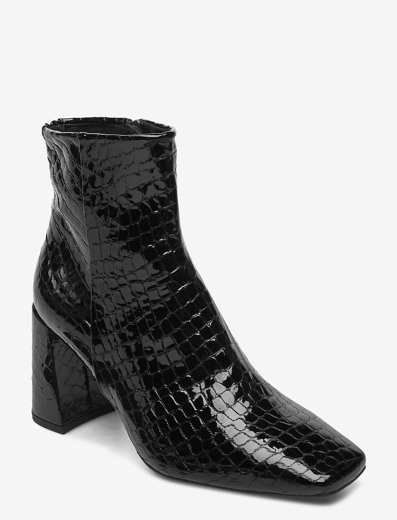 Booties 5120 (Black Croco Patent 210 Z) (2799 kr) Billi Bi
