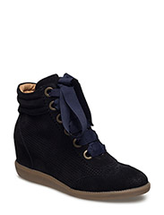 SHOES - NAVY SUEDE/PERFORATED 511