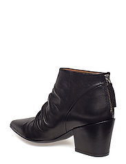BOOTS 8740
