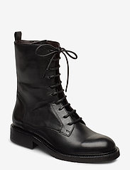 Boots 4767