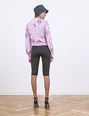 Birgitte Herskind - Bike Biker shorts - cycling shorts - black logo - 4