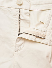 BOSS - C_Taggie-D - chino shorts - open white - 3