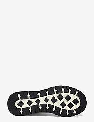 BOSS - BOSS x Russell Athletic Arigon_Runn_RA - låga sneakers - open white - 5