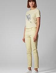 BOSS - Tevision - t-skjorter med trykk - light/pastel yellow - 3