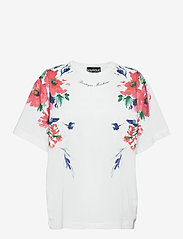 Boutique Moschino - FLORAL BOUQUET T-SHIRT - t-shirts - white fantasy print - 0