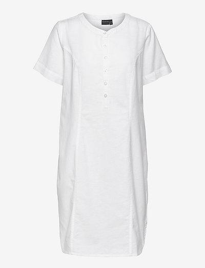 Casual dress - sommerkjoler - white