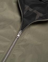 Brixtol Textiles - A.J Reversible - bomber jakker - black/light olive - 15