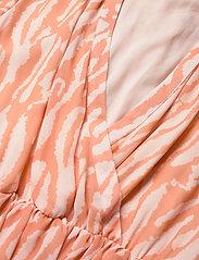 Bruuns Bazaar - Gloss Marin dress BZ - midi jurken - gloss artwork - 2