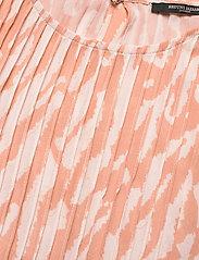 Bruuns Bazaar - Gloss Juliet top BZ - blouses à manches courtes - gloss artwork - 2