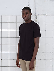 By Garment Makers - The Organic Tee w. pocket - podstawowe koszulki - jet black - 0